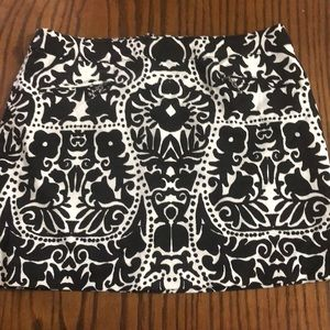 H&M patterned black and white skirt